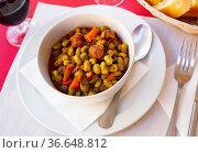 Habas a la Catalana, stew of beans with blood sausage. Стоковое фото, фотограф Яков Филимонов / Фотобанк Лори