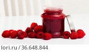 Raspberry jam and fresh raspberries. Стоковое фото, фотограф Яков Филимонов / Фотобанк Лори