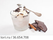 Eis-Dessert im Glas mit Schokolade und Sahnehaube. Стоковое фото, фотограф Zoonar.com/Helma Spona / age Fotostock / Фотобанк Лори