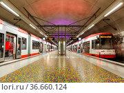Dortmund, Deutschland - 10. August 2020: Stadtbahn Metro U-Bahnhof... Стоковое фото, фотограф Zoonar.com/Markus Mainka / age Fotostock / Фотобанк Лори