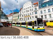 Schwerin, Deutschland - 22. April 2021: Straßenbahn Tram Nahverkehr... Стоковое фото, фотограф Zoonar.com/Markus Mainka / age Fotostock / Фотобанк Лори