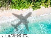 Strand Reise Urlaub Meer reisen Symbolbild Flugzeug fliegen Flug Seychellen... Стоковое фото, фотограф Zoonar.com/Markus Mainka / easy Fotostock / Фотобанк Лори