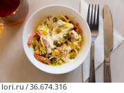 Russian salad Piquant - smoked sausage, green peas, cucumbers and sour cream. Стоковое фото, фотограф Яков Филимонов / Фотобанк Лори