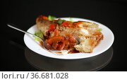 Whole fish hake stewed with carrots, beets, peppers and other. Стоковое видео, видеограф Peredniankina / Фотобанк Лори