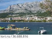 Makarska, Croatia, The Adriatic sea and harbour around the city. Стоковое фото, фотограф A. Farnsworth / age Fotostock / Фотобанк Лори