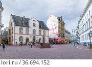 Висбаден, Германия. Старая ратуша (Altes Rathaus),  1610 г. (2017 год). Редакционное фото, фотограф Rokhin Valery / Фотобанк Лори