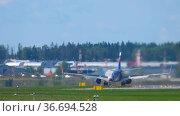 Aeroflot passenger airliner, back view (2020 год). Редакционное видео, видеограф Игорь Жоров / Фотобанк Лори