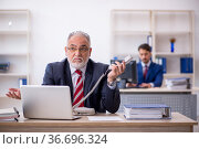 Two male colleagues working in the office. Стоковое фото, фотограф Elnur / Фотобанк Лори