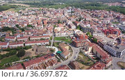 Scenic spring view of tiled roofs of residential houses of Spanish township of Tordera on background of greenery of Montnegre natural park on horizon on sunny day, province of Barcelona, Стоковое видео, видеограф Яков Филимонов / Фотобанк Лори