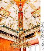 Antique Italian chandelier chandelier. Gold chandelier with candlesticks... Стоковое фото, фотограф Zoonar.com/Nadtochiy Vladimir / easy Fotostock / Фотобанк Лори