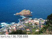 View of the village of Porto Moniz with lava-rock pool, Madeira Island... Стоковое фото, фотограф Zoonar.com/chris willlemsen / easy Fotostock / Фотобанк Лори