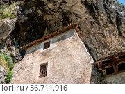 Famous castle of Predjama built into a cave in mountain in Slovenia. Стоковое фото, фотограф Zoonar.com/Steven Heap / easy Fotostock / Фотобанк Лори