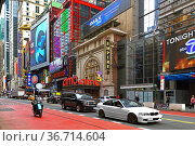 42nd Street, major crosstown street on Island and New York City borough of Manhattan. Редакционное фото, фотограф Валерия Попова / Фотобанк Лори