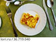 Portion of omelette on plate at eatery. Стоковое фото, фотограф Яков Филимонов / Фотобанк Лори