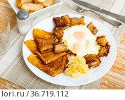Pancakes with pork ham and fried eggs. Стоковое фото, фотограф Яков Филимонов / Фотобанк Лори