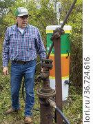 Bradford, Pennsylvania - Curtis Shuck, chairman of the nonprofit ... Редакционное фото, фотограф Jim West / age Fotostock / Фотобанк Лори