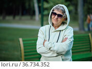 Dranny in hoodie and sunglasses leisures in park. Стоковое фото, фотограф Tryapitsyn Sergiy / Фотобанк Лори