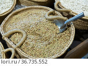 Lentil seeds in wicker basket. Стоковое фото, фотограф Яков Филимонов / Фотобанк Лори