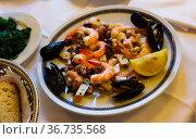 Frittura di mare, fried assorted seafoods. Стоковое фото, фотограф Яков Филимонов / Фотобанк Лори