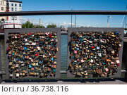 """Helsinki, Finland, love locks hanging from the lattice of a bridge gate"" (2018 год). Стоковое фото, агентство Caro Photoagency / Фотобанк Лори"
