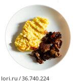 Traditional Russian dish - mushrooms with mashed potatoes. Стоковое фото, фотограф Яков Филимонов / Фотобанк Лори