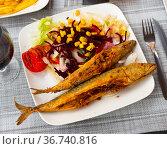 Fried mackerel with vegetables and corn grains. Стоковое фото, фотограф Яков Филимонов / Фотобанк Лори
