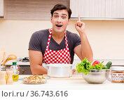 Man male cook preparing food in kitchen. Стоковое фото, фотограф Elnur / Фотобанк Лори