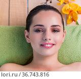 Young beautiful woman during spa procedure. Стоковое фото, фотограф Elnur / Фотобанк Лори
