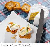 Canape with orange and blue cheese. Стоковое фото, фотограф Яков Филимонов / Фотобанк Лори