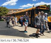 School Students Going to Buses, Wellsville, New York, USA. Редакционное фото, фотограф bfanton / age Fotostock / Фотобанк Лори