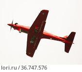 Single engine trainer aircraft Pilatus PC-21 during landing in Emmen Airport (2020 год). Редакционное фото, фотограф Яков Филимонов / Фотобанк Лори