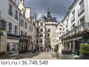 Das Rathaus Hotel de Ville in Loches, Loire-Tal, Frankreich   Hotel... Стоковое фото, фотограф Peter Schickert / age Fotostock / Фотобанк Лори
