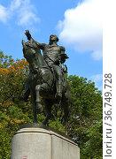 Equestrian statue of George Washington (1856)  in Union Square, Manhattan, New York City, in United States. Стоковое фото, фотограф Валерия Попова / Фотобанк Лори