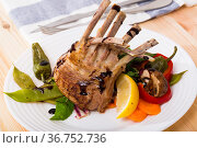 BBQ lamb carre served with vegetables. Стоковое фото, фотограф Яков Филимонов / Фотобанк Лори