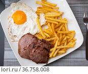 Roasted meat cutlet with potato and eggs. Стоковое фото, фотограф Яков Филимонов / Фотобанк Лори