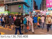Kowloon, Hong Kong - April 22, 2017: Pedestrians Crossing Over Argyle... Стоковое фото, фотограф Zoonar.com/Marko Beric / easy Fotostock / Фотобанк Лори