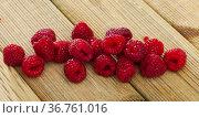Fresh ripe red raspberry berries closeup. Стоковое фото, фотограф Яков Филимонов / Фотобанк Лори
