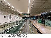 Madrid, Spain - July 27, 2019: Moving walkway in modern airport terminal... Стоковое фото, фотограф Zoonar.com/@jjfarquitectos / age Fotostock / Фотобанк Лори