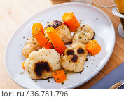 Boiled cauliflower and carrot. Стоковое фото, фотограф Яков Филимонов / Фотобанк Лори
