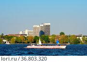 Impressionen von der Außenalster in Hamburg. Стоковое фото, фотограф Zoonar.com/Cleo / easy Fotostock / Фотобанк Лори