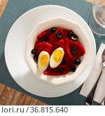 Salad of roasted peppers, popular spanish dish. Стоковое фото, фотограф Яков Филимонов / Фотобанк Лори