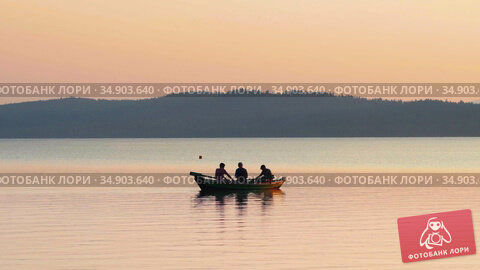 05-08-2020 KAZAN, RUSSIA: three men sitting in the boat on river - landscape of forest and river. Редакционное видео, видеограф Константин Шишкин / Фотобанк Лори