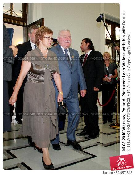 06.08.2010 Warsaw, Poland. Pictured: Lech Walesa with his wife Danuta. Редакционное фото, фотограф BE&W AGENCJA FOTOGRAFICZNA SP. / age Fotostock / Фотобанк Лори
