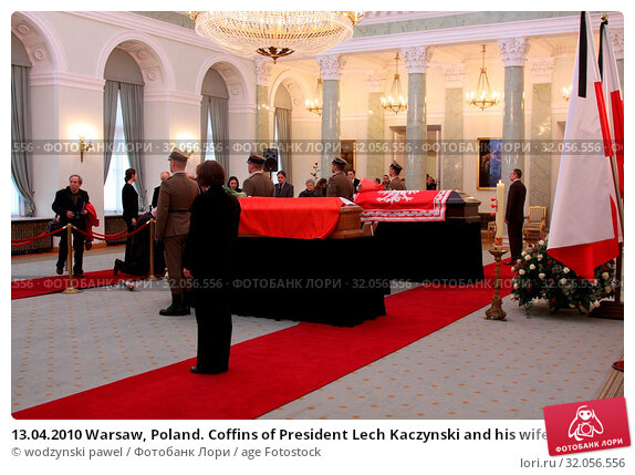 13.04.2010 Warsaw, Poland. Coffins of President Lech Kaczynski and his wife Maria in the Presidential Palace. Presidential couple died in the Smolensk crash in 2010. Редакционное фото, фотограф wodzynski pawel / age Fotostock / Фотобанк Лори