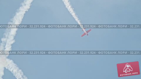 Купить «29 AUGUST 2019 MOSCOW, RUSSIA: Russian Air Forces - Red military jet with front propeller completes a pattern in the skies with releasing heavy stream of smoke», видеоролик № 32231924, снято 18 января 2020 г. (c) Константин Шишкин / Фотобанк Лори