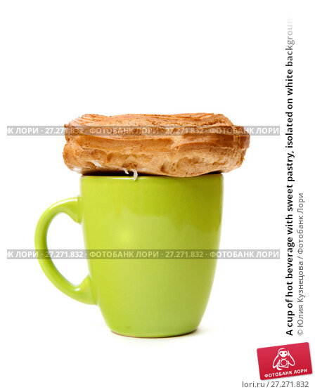 Купить «A cup of hot beverage with sweet pastry, isolated on white background», фото № 27271832, снято 3 декабря 2017 г. (c) Юлия Кузнецова / Фотобанк Лори