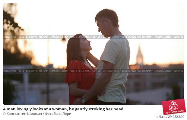 Купить «A man lovingly looks at a woman, he gently stroking her head», фото № 29082800, снято 19 сентября 2018 г. (c) Константин Шишкин / Фотобанк Лори