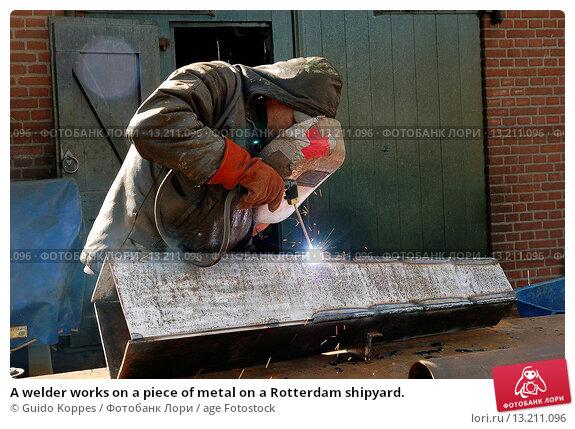 Купить «A welder works on a piece of metal on a Rotterdam shipyard.», фото № 13211096, снято 18 августа 2018 г. (c) age Fotostock / Фотобанк Лори