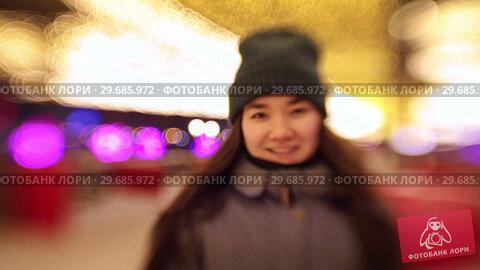 Купить «A young woman skates closer to the camera and smiling», видеоролик № 29685972, снято 22 января 2019 г. (c) Константин Шишкин / Фотобанк Лори