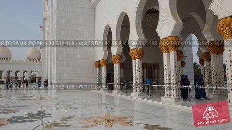Купить «Abu Dhabi, UAE - March 31. 2019. Tourists in Sheikh Zayd Grand Mosque», видеоролик № 30532108, снято 9 апреля 2019 г. (c) Володина Ольга / Фотобанк Лори